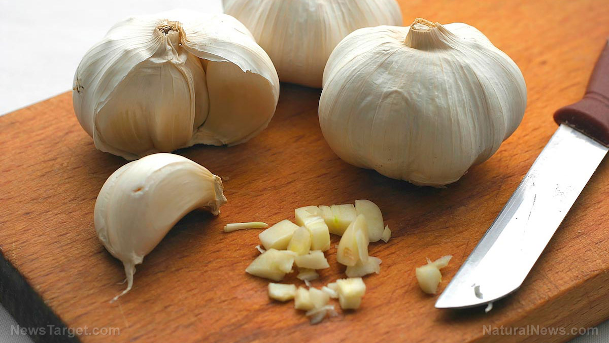 Top 8 Health benefits of eating garlic